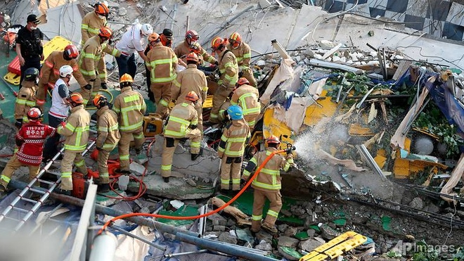 یک ساختمان بلند در کره جنوبی سقوط کرد و منجر به کشته شدن حداقل 9 نفر شد - 2