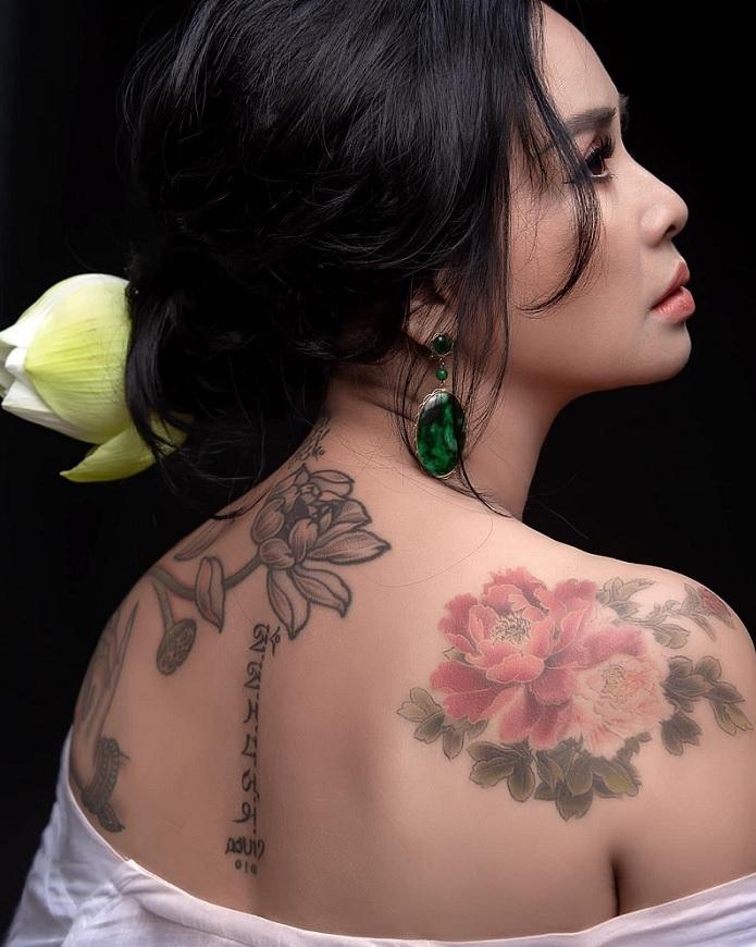 Ngắm người đàn bà đẹp Thanh Lam bên hoa sen - 4
