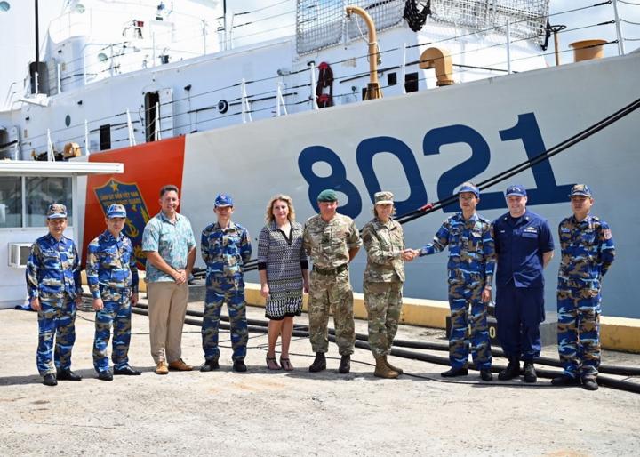 فرماندهی هند و اقیانوس آرام ایالات متحده از کشتی گارد ساحلی ویتنام استقبال می کند - 1