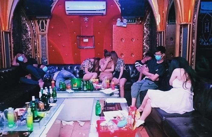 Phớt lờ lệnh cấm, 31 khách hát ở Hải Phòng 'mở tiệc' ma túy trong quán karaoke - 1
