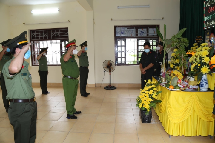 Bố mất không thể về chịu tang, chiến sĩ CSCĐ bái vọng giữa tâm dịch Bắc Ninh - 2
