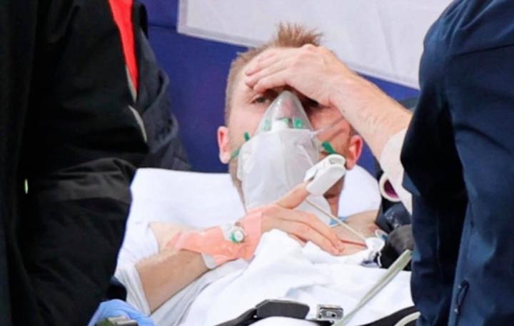 Eriksen tỉnh lại sau đột quỵ, tạm qua nguy kịch