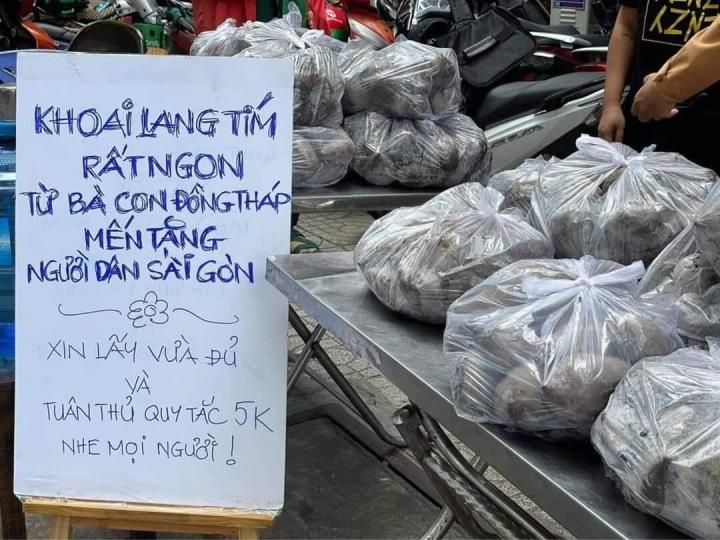 Ấm lòng sạp khoai lang miễn phí của bà con Đồng Tháp dành cho người dân TP.HCM - 1