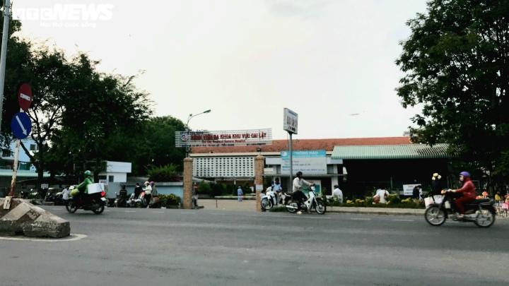 2 bệnh nhân COVID-19 nặng ở Tiền Giang phải chuyển lên Bệnh viện Chợ Rẫy - 1