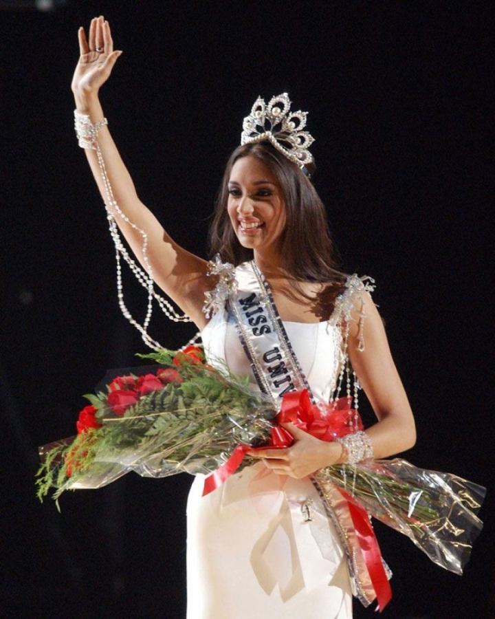 Chuyện tình đẹp của hoa hậu cao nhất lịch sử Miss Universe - 2