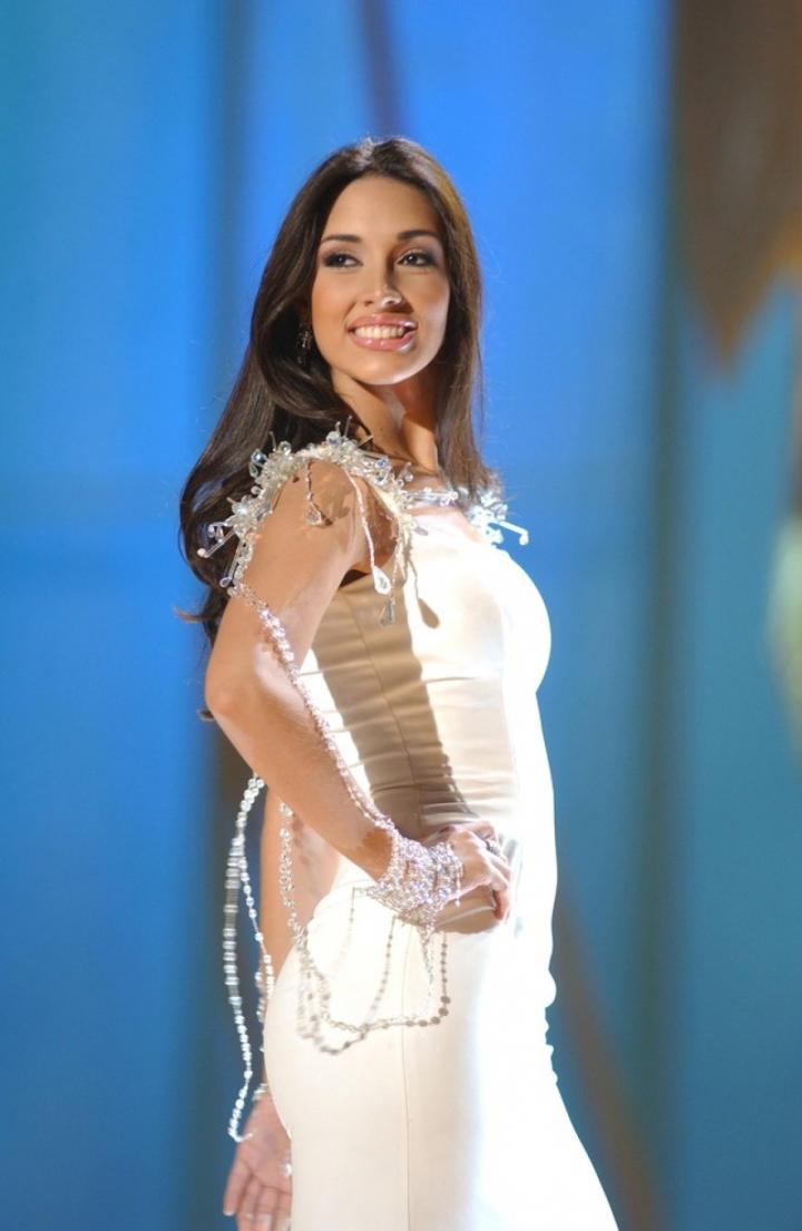 Chuyện tình đẹp của hoa hậu cao nhất lịch sử Miss Universe - 3