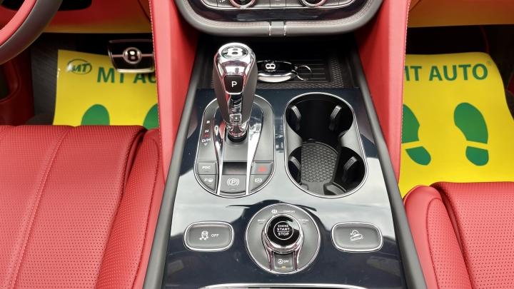 Bentley Bentayga V8 2021 với nội thất màu đặc biệt tại Việt Nam - 22