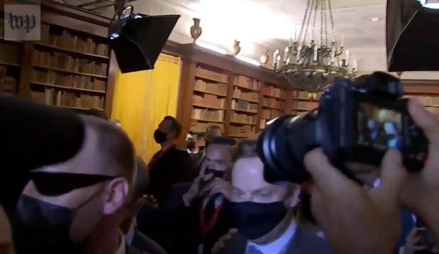 خبرنگاران در جلسه بایدن - پوتین فشار آوردند و هل دادند - 2