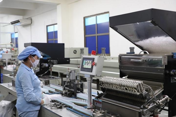 T&T Group 'tiếp sức' 500.000 bộ bơm tiêm vaccine  COVID-19 cho TP.HCM - 2