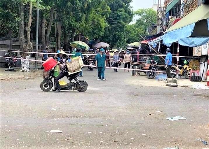 Tiểu thương dương tính với SARS-CoV-2, chợ đầu mối lớn nhất Nghệ An bị phong tỏa - 1