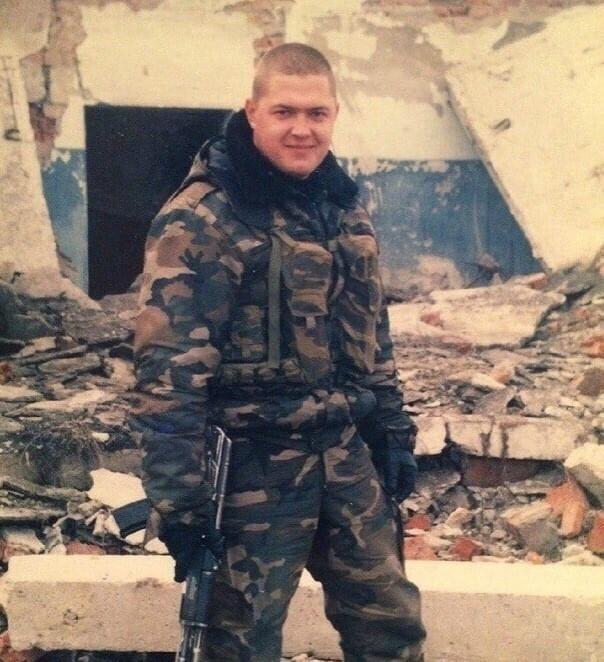 Đại úy Nga ra quân, chọn nghề làm móng cho chị em - 1