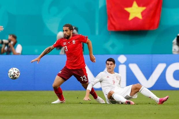 Sao phải tranh cãi khi cờ Việt Nam xuất hiện ở EURO 2020? - 1