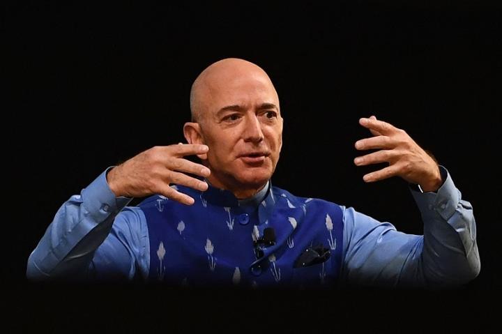 Từ hôm nay, Jeff Bezos nghỉ hưu với khối tài sản gần 200 tỷ USD - 1