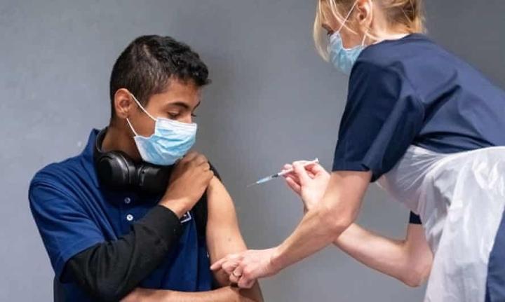 Sống chung với COVID-19 không giống cúm mùa - 1