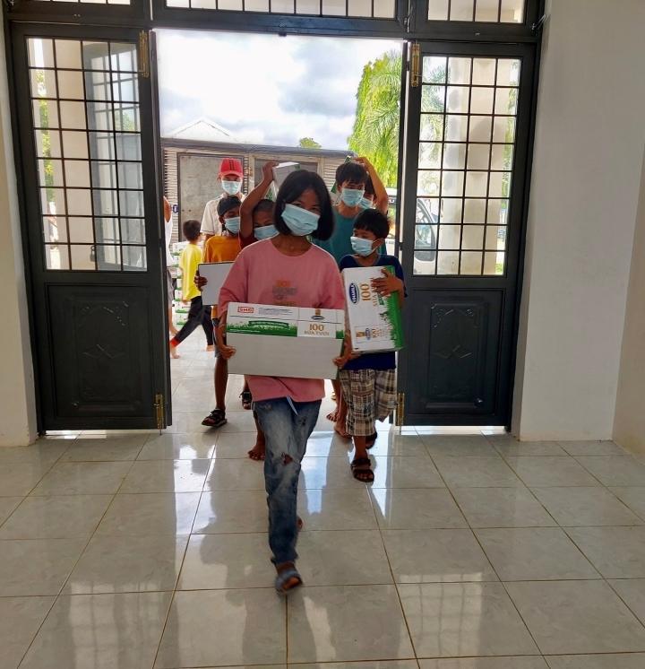 Quỹ sữa Vươn cao Việt Nam mang lại nụ cười hạnh phúc cho trẻ thơ trong mùa dịch - 3