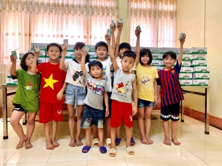 Quỹ sữa Vươn cao Việt Nam mang lại nụ cười hạnh phúc cho trẻ thơ trong mùa dịch - 4