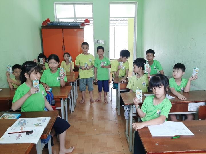 Quỹ sữa Vươn cao Việt Nam mang lại nụ cười hạnh phúc cho trẻ thơ trong mùa dịch - 6