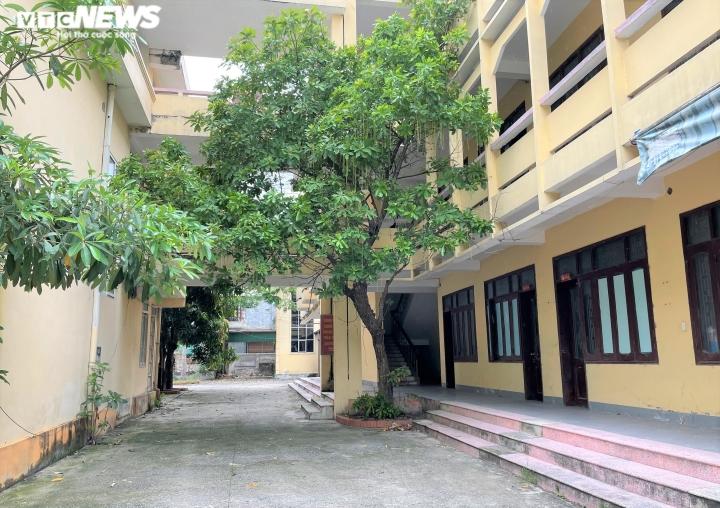Ảnh: Cận cảnh hàng loạt trụ sở tiền tỷ bỏ hoang ở Nghệ An  - 3