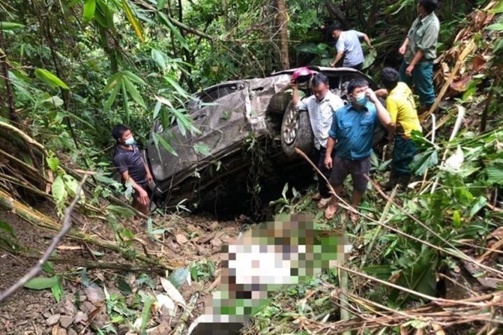 Xe bán tải lao xuống vực, giám đốc và phó giám đốc ở Lai Châu thiệt mạng - 1