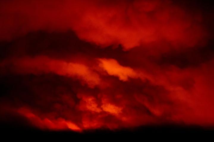 Ảnh: Hiện tượng thời tiết quái dị do cháy rừng ở Mỹ - 1