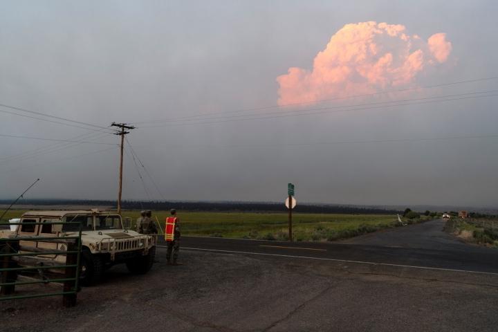 Ảnh: Hiện tượng thời tiết quái dị do cháy rừng ở Mỹ - 2