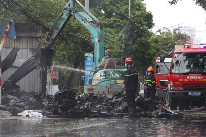 Hà Nội: Kho hàng cháy ngùn ngụt nghi do đốt vàng mã - 3