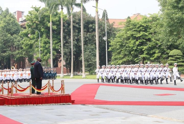 Defense Minister Phan Van Giang welcomes US Defense Minister - 3