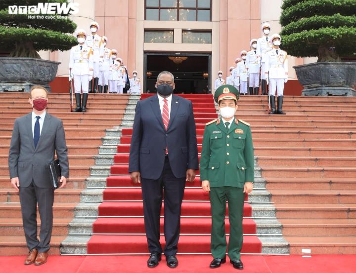 Defense Minister Phan Van Giang welcomes US Defense Minister - 1