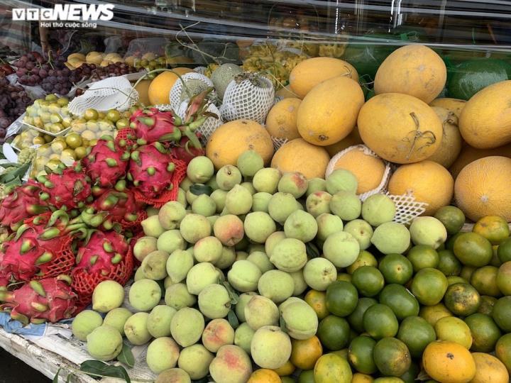 Hoa quả tươi đắt khách, cam tăng tới chục giá ở nhiều chợ Hà Nội - 13