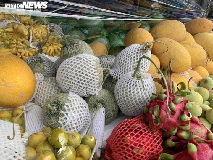 Hoa quả tươi đắt khách, cam tăng tới chục giá ở nhiều chợ Hà Nội - 12