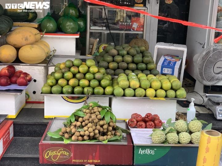 Hoa quả tươi đắt khách, cam tăng tới chục giá ở nhiều chợ Hà Nội - 9