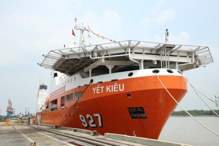 Hải quân Việt Nam đưa vào biên chế tàu tìm kiếm cứu nạn tàu ngầm hiện đại
