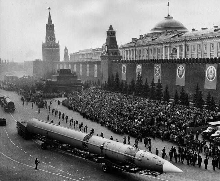 موشک های هسته ای جعلی برنامه های آرمان شهر ایالات متحده و اتحاد جماهیر شوروی در مورد سلاح را تهدید می کند - 1