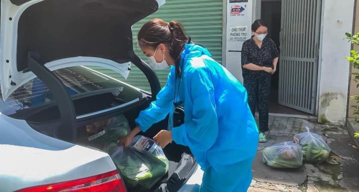 Hoa hậu Khánh Vân và 'Chuyến xe thực phẩm 0 đồng' tiếp sức cho TP.HCM - 10