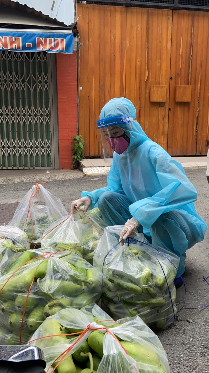 Hoa hậu Khánh Vân và 'Chuyến xe thực phẩm 0 đồng' tiếp sức cho TP.HCM - 7
