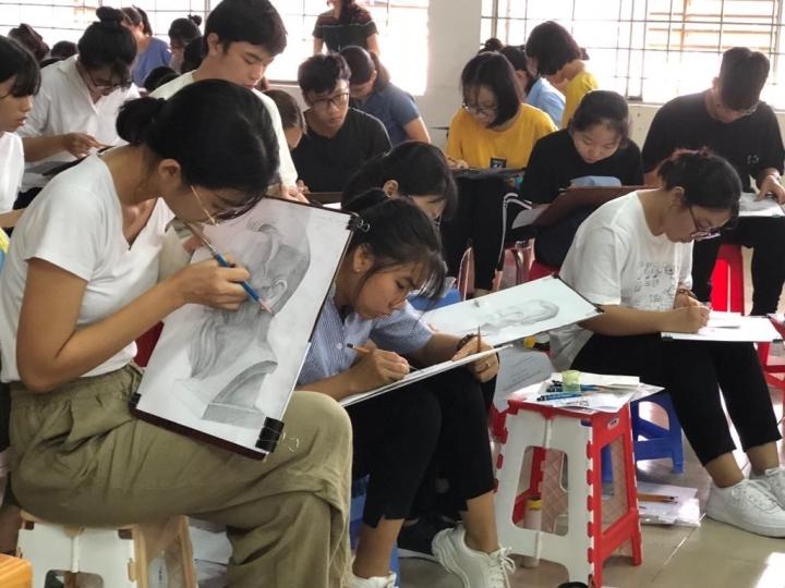 Đại học Kiến trúc Hà Nội quyết định thi năng khiếu online - 1