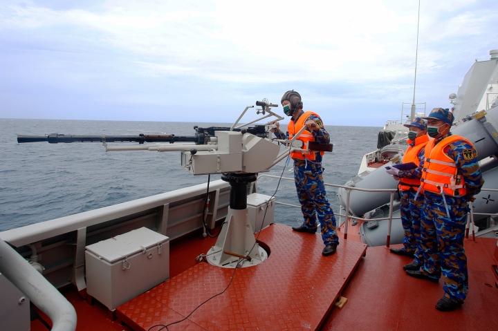 بازیهای ارتش تیم ویتنام در روسیه تیراندازی مستقیم گلوله در دریا را آموزش می دهد - 3