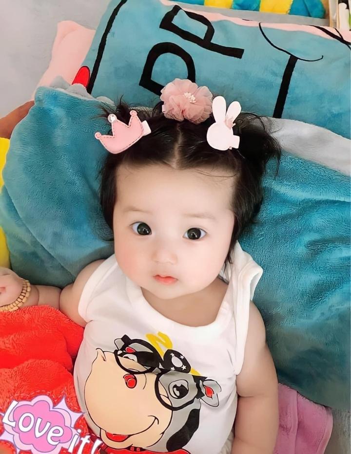 Tan chảy trước vẻ đáng yêu của con gái 'ông vua hội chợ' Lâm Chấn Khang - 3