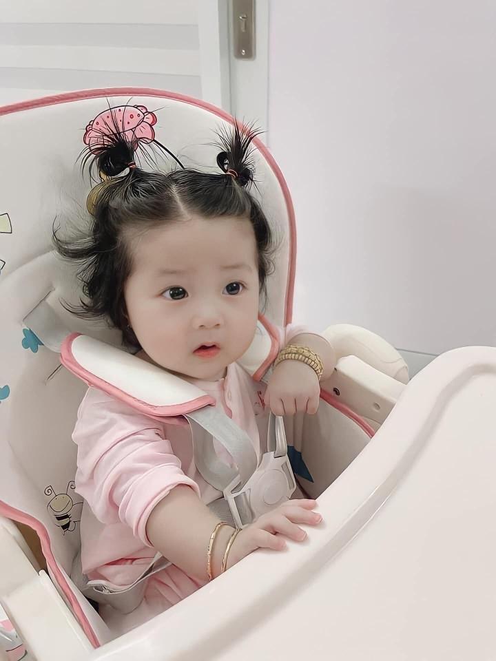 Tan chảy trước vẻ đáng yêu của con gái 'ông vua hội chợ' Lâm Chấn Khang - 2