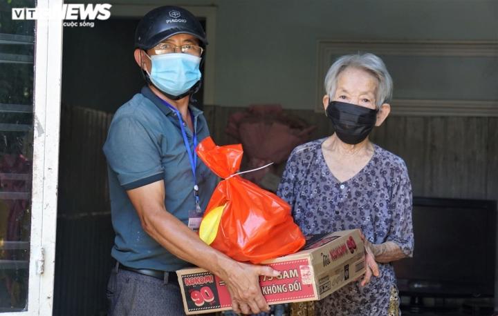 Ảnh: Xuyên ngày đêm chuyển nhu yếu phẩm hỗ trợ người dân Đà Nẵng - 10