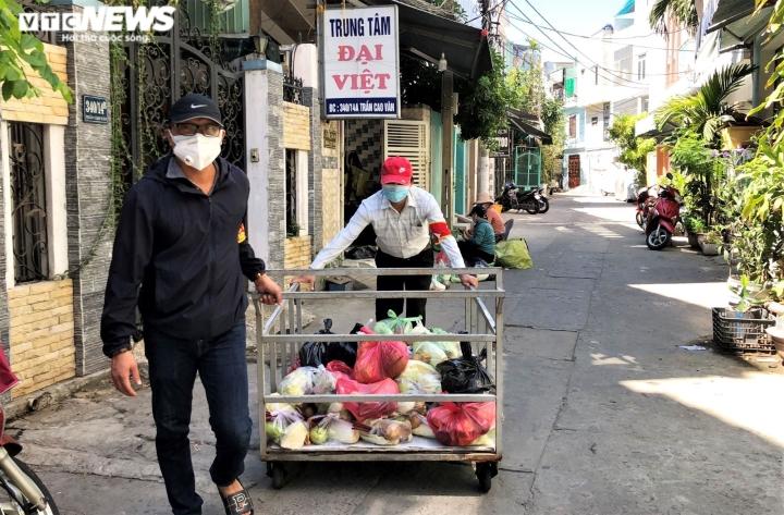 Ảnh: Xuyên ngày đêm chuyển nhu yếu phẩm hỗ trợ người dân Đà Nẵng - 4
