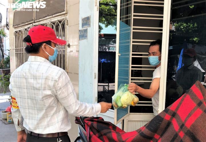 Ảnh: Xuyên ngày đêm chuyển nhu yếu phẩm hỗ trợ người dân Đà Nẵng - 5