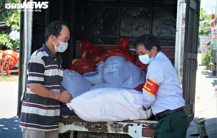 Ảnh: Xuyên ngày đêm chuyển nhu yếu phẩm hỗ trợ người dân Đà Nẵng - 7