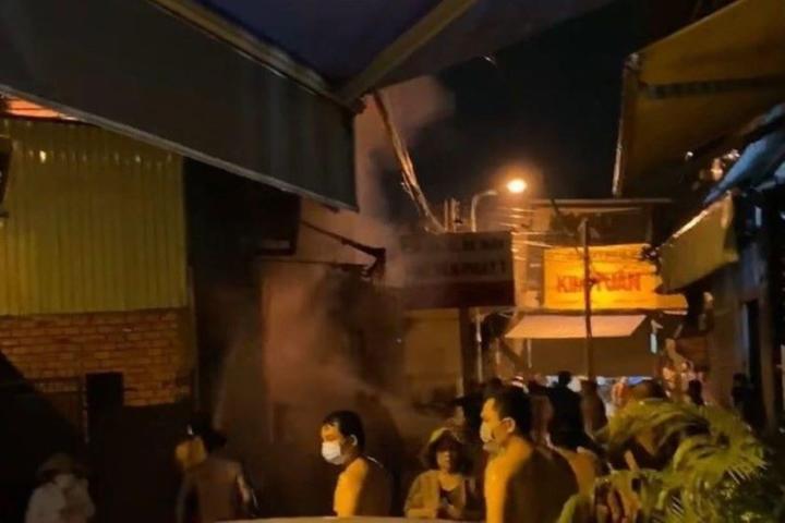Cháy nhà ở Bình Dương, 3 người chết - 1