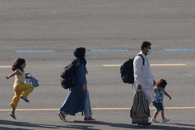 عکس پریدن دختری پس از خروج از افغانستان باعث تب می شود - 1
