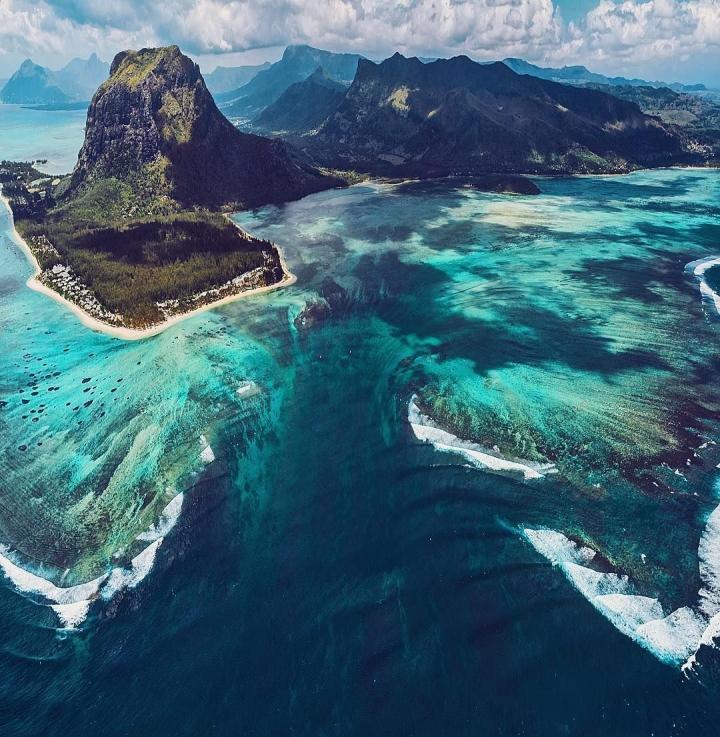 Vẻ đẹp kỳ diệu của 'thác nước dưới biển' độc nhất hành tinh - 2