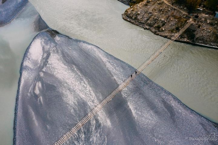 Cảnh hùng vĩ đến 'nghẹt thở' tại cây cầu treo nguy hiểm nhất thế giới - 10