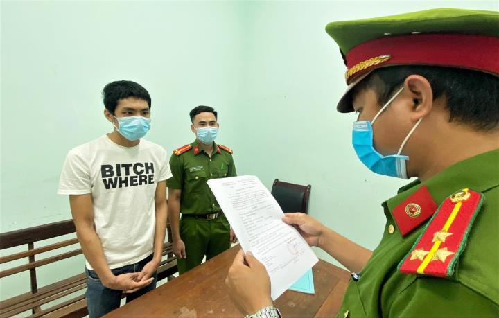 Khởi tố 'ma men' dùng xẻng hành hung nữ Phó Chủ tịch phường - 1