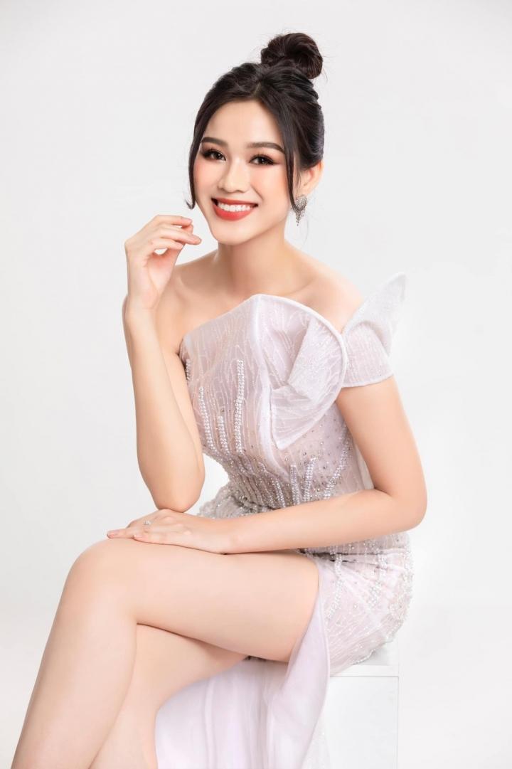 Đỗ Thị Hà lần đầu lên tiếng khi bị gán với danh xưng 'Hoa hậu 0 đồng' - 1