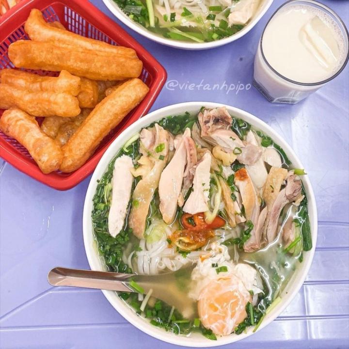 Hàng phở gà được đồn thổi là đắt bậc nhất Hà Nội - 70.000 đồng/bát vẫn cực đông - 5